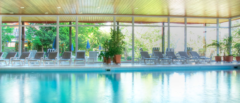 Switzerland_Wengen_Hotel-sunstar-alpine_indoor-pool.jpg